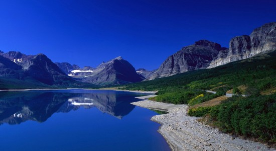 Mountain top lake wallpaper