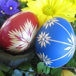 Red and Blue Easter Eggs Wallpaper