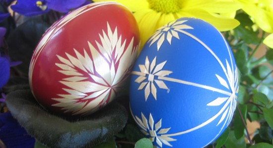 File:Red and blue Easter eggs.jpg - Wikimedia Commons