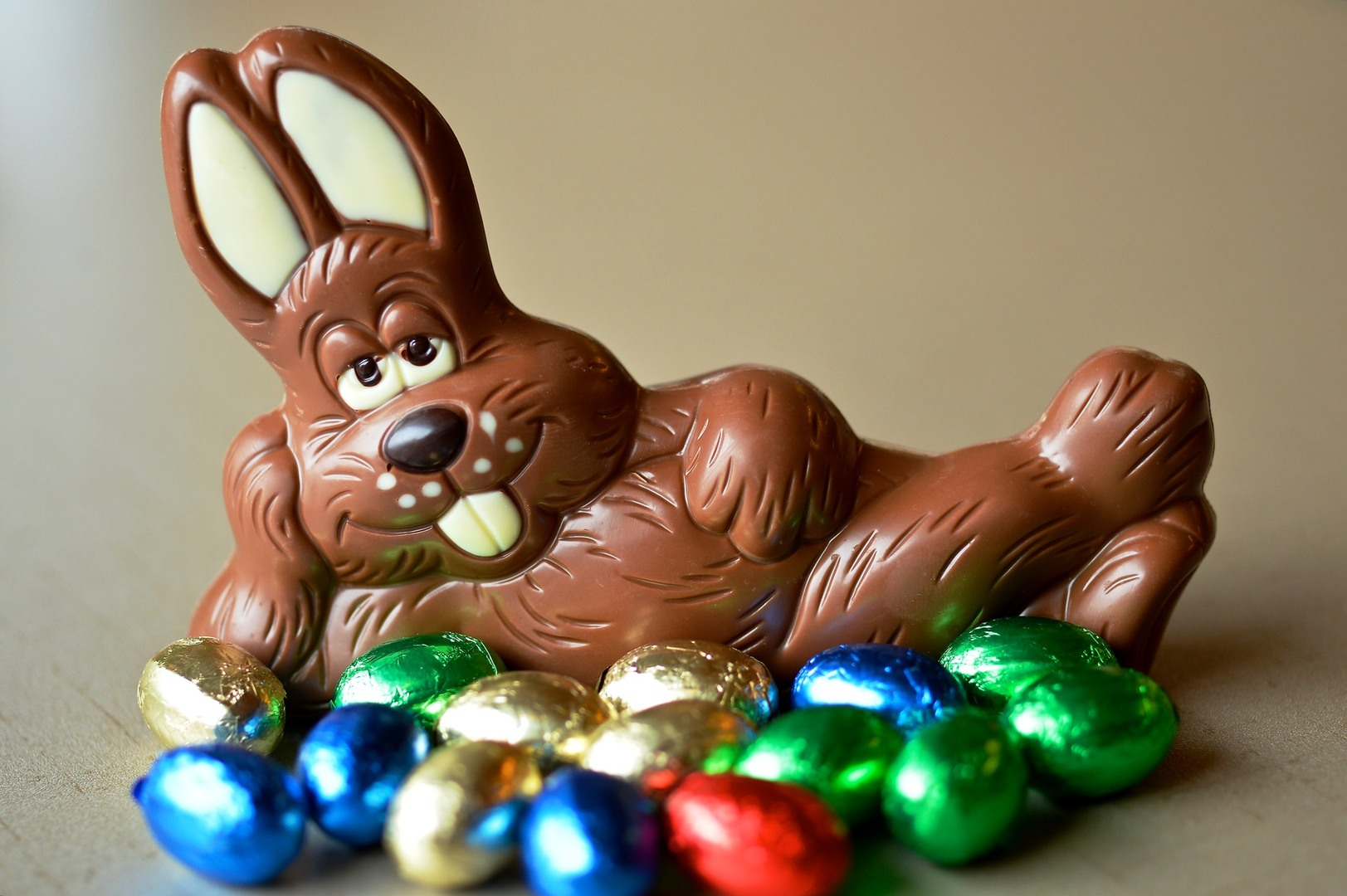 Download 'chocolate easter bunny' HD wallpaper