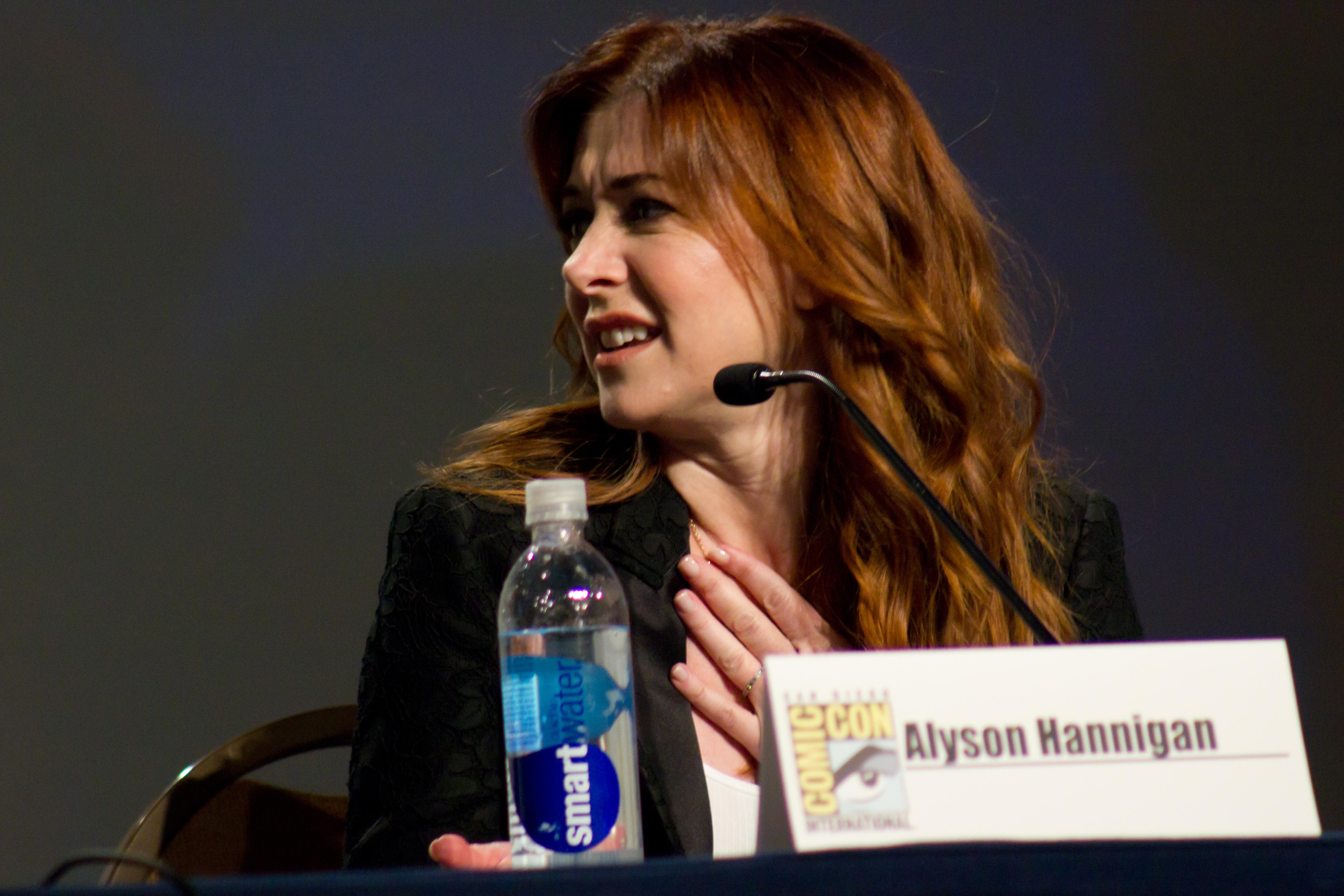How I Met Your Mother Alyson Hannigan HD Wallpaper