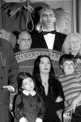 the addams family black amp white   hd wallpapers