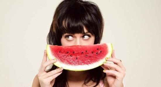 Katy Perry fruity wallpaper