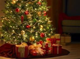 Christmas Tree and Presents Wallpaper