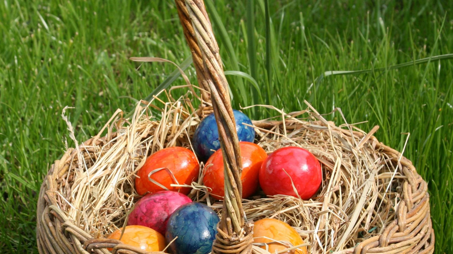 Basket Full Of Easter Eggs Wallpaper Hd Wallpapers