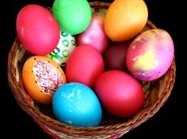 Easter Eggs in Basket Wallpaper
