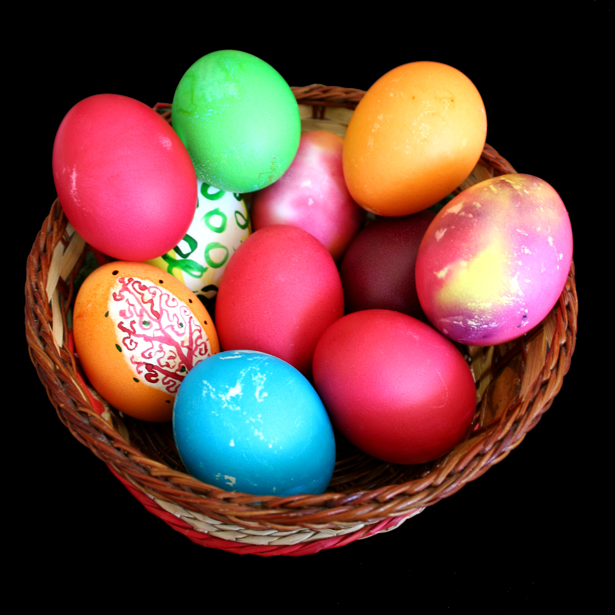 Easter Eggs in Basket Wallpaper