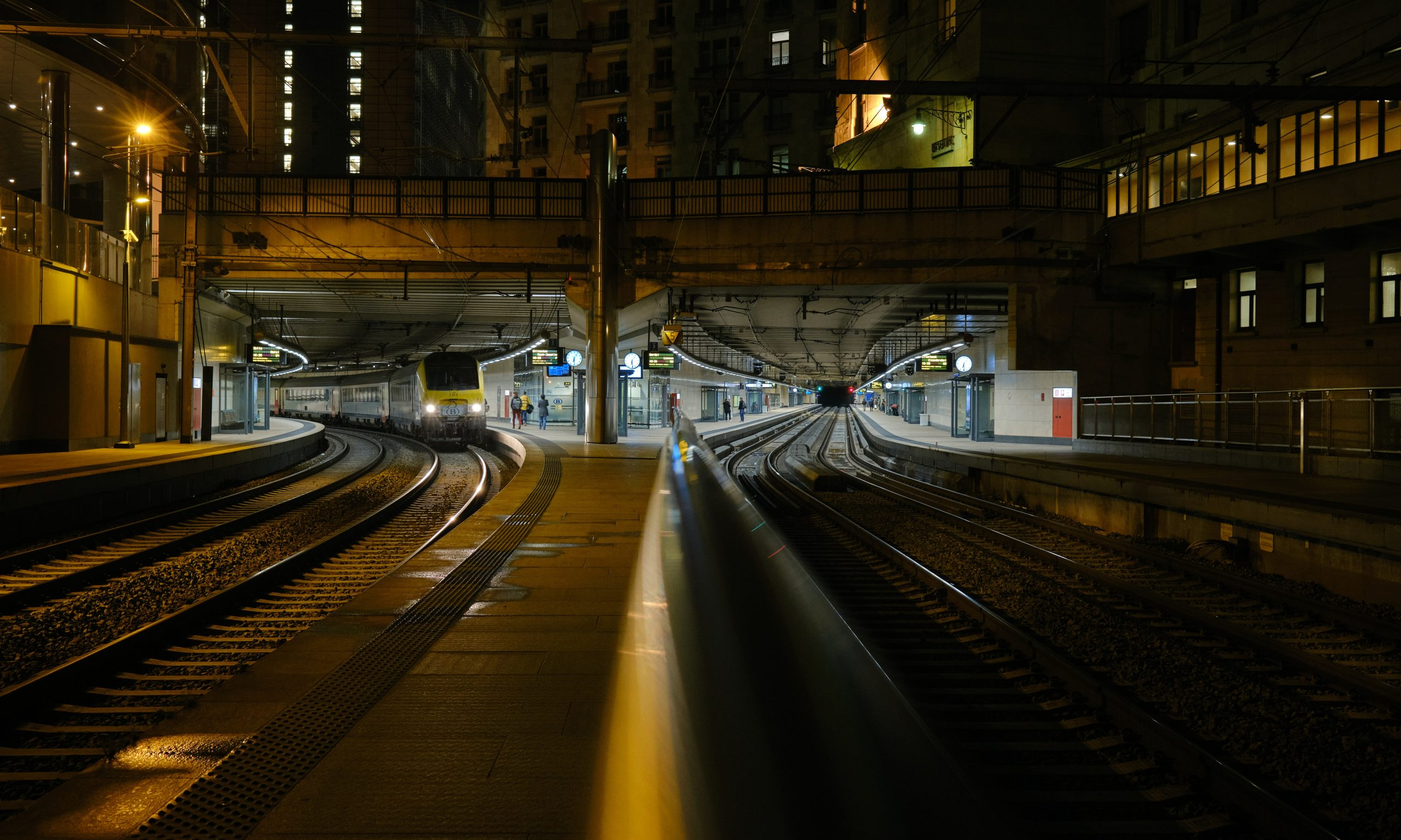 Metro at Night Wallpaper