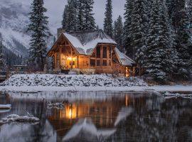 Woodland Winter Lodge Wallpaper